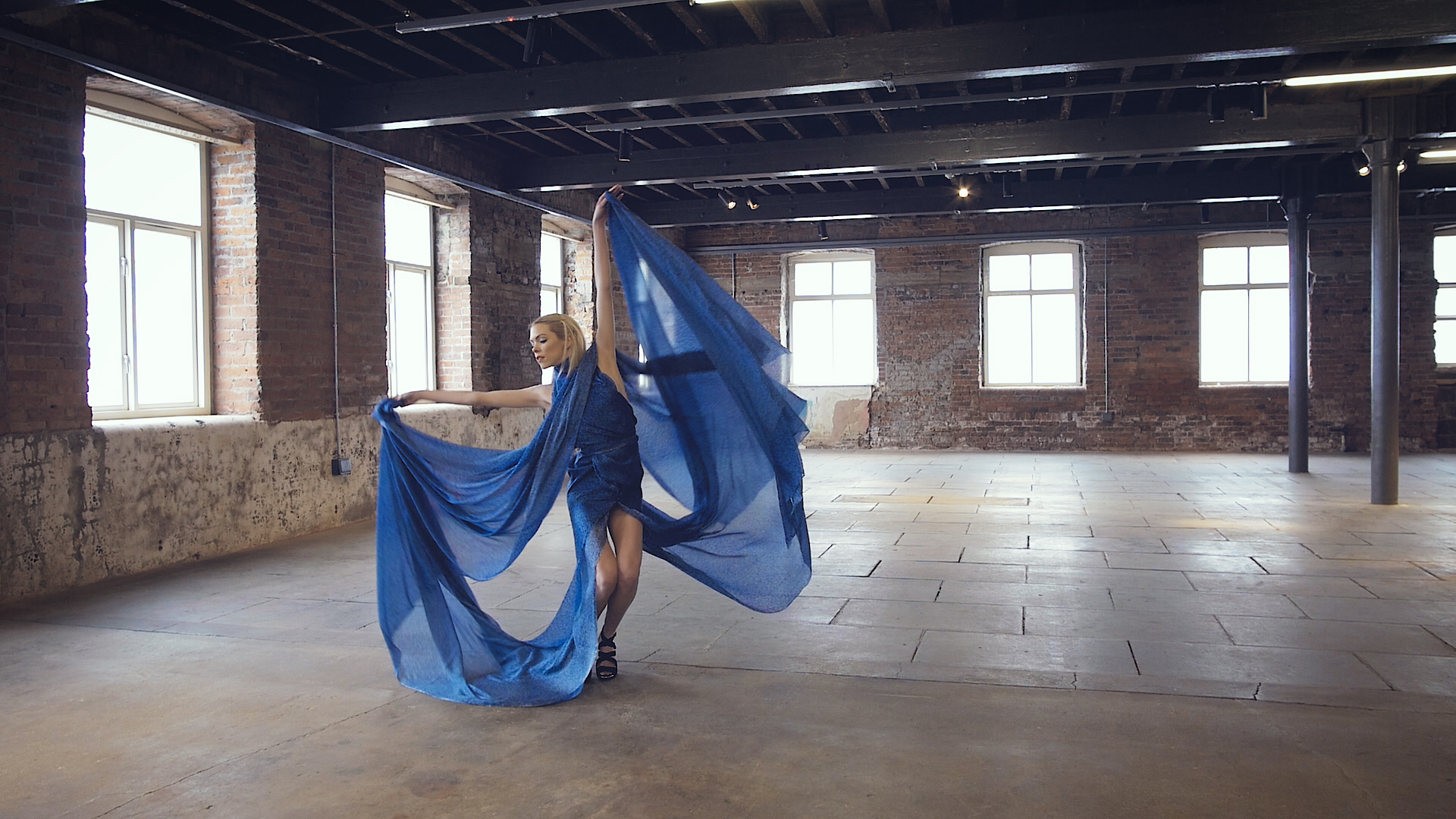 Long Fabrics Garment Fashion Video Videographer