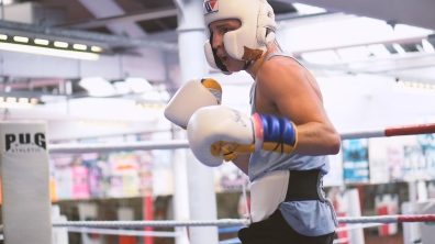 professional boxer training sparring